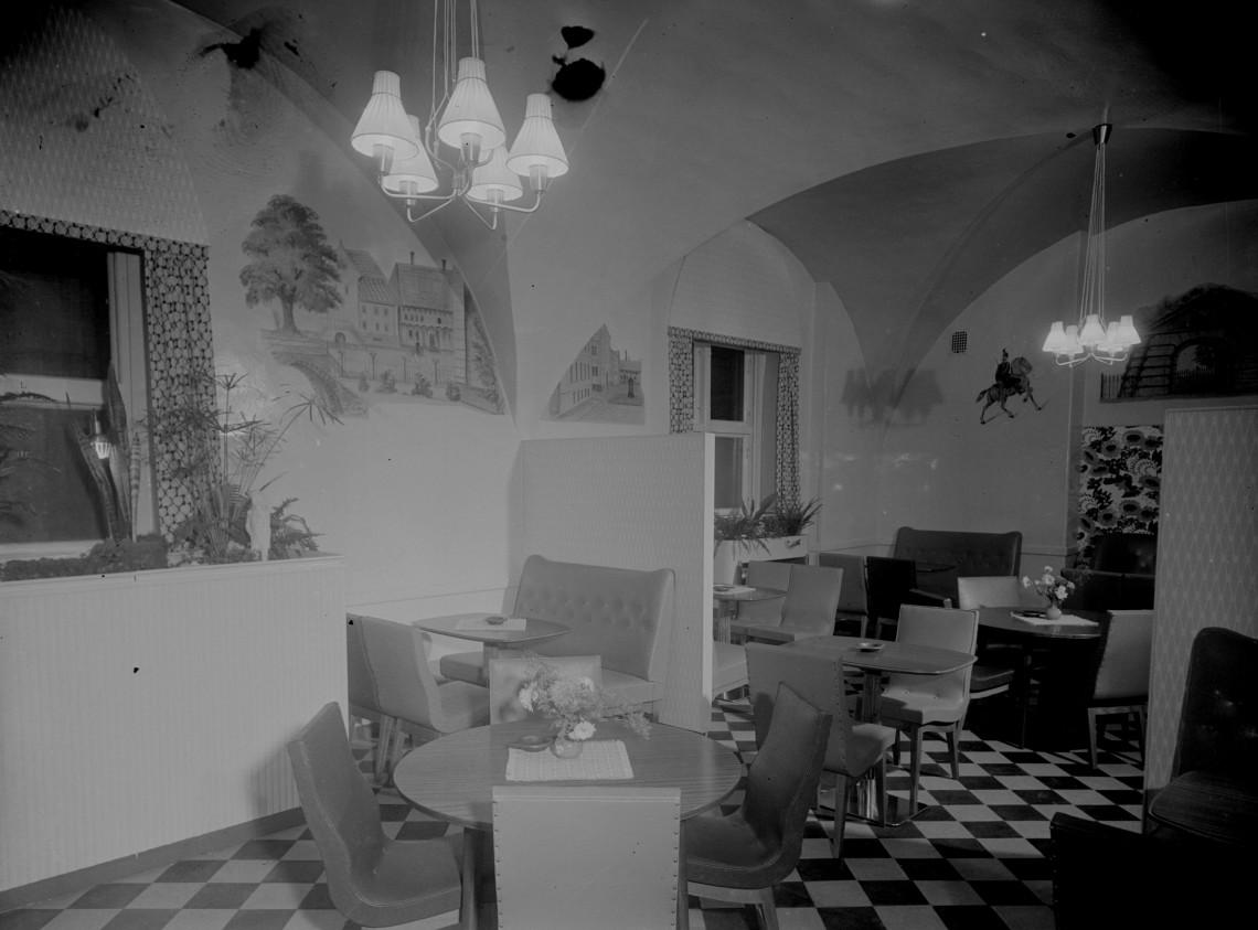 Emmy Selin´s gamla Café Hessle, med väggmålningar av Carl Kjellberg.